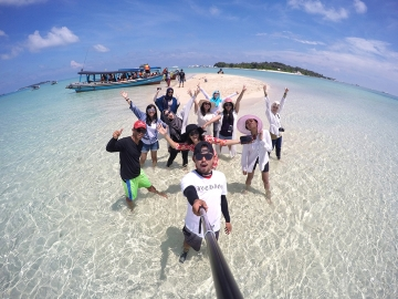 Paket One Day Trip (Hopping Island)